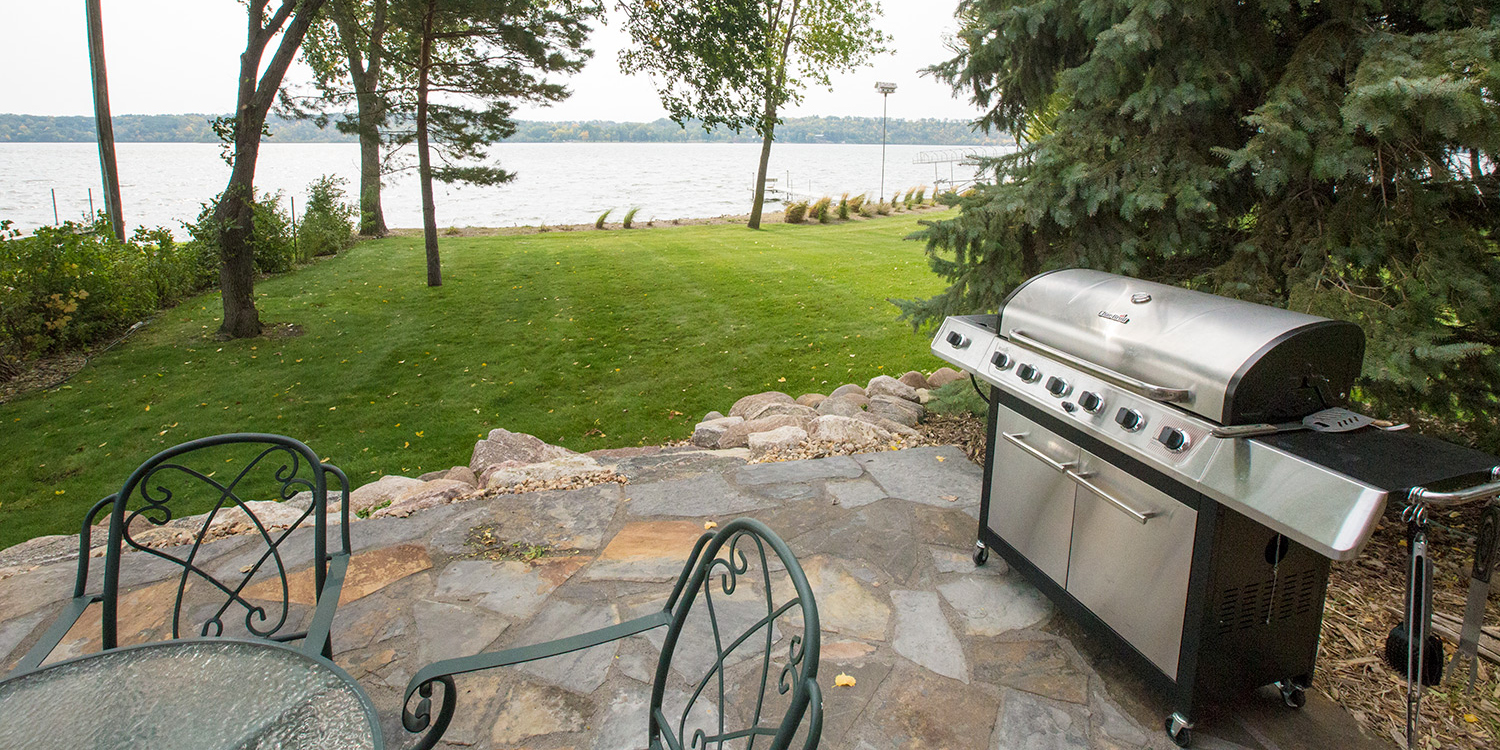 DNA_GUIDE_SERVICE_WESTERN_MINNESOTA_DUCK_HUNTING_PATIO_GRILL